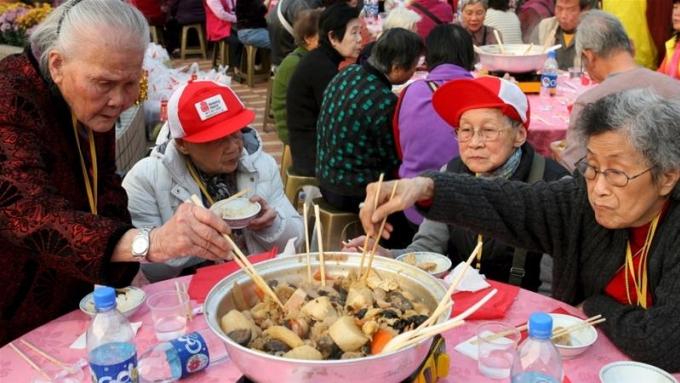 Người Trung Quốc có thói quen dùng đũa.