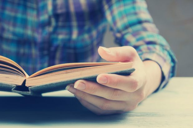 Đọc nghiền ngẫm giúp bạn nhớ lâu hơn đọc nhanh. Ảnh: Bussinessinsider.