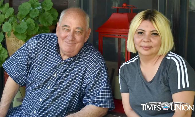 Ông Rob Lee và con gái Kim Remzi gặp nhau đầu tháng 7/2020. Ảnh: Timesunion.