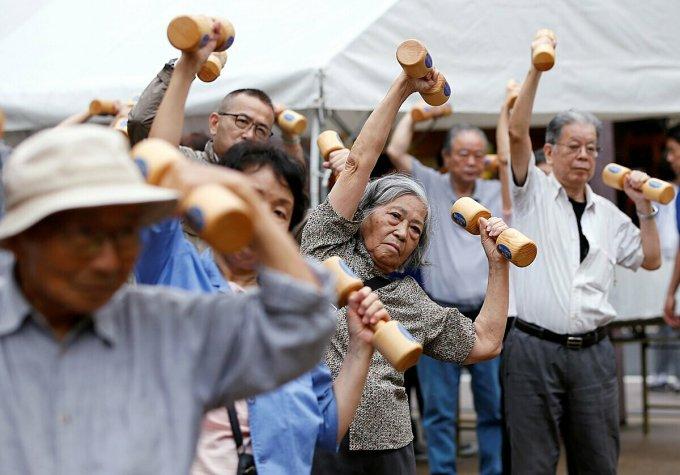 Số người già đơn thân từ 65 tuổi trở lên ở Nhật Bản đang gia tăng nhanh chóng và dự kiến sẽ đạt tới gần 9 triệu người vào năm 2040. Ảnh: Japan Times.