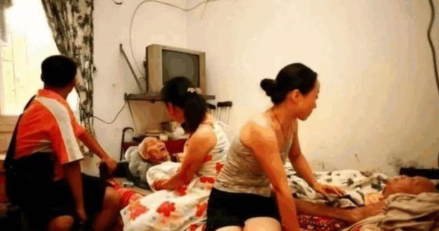 Ông Qiu và bà Li những ngày cuối đời. Ảnh: QQ.