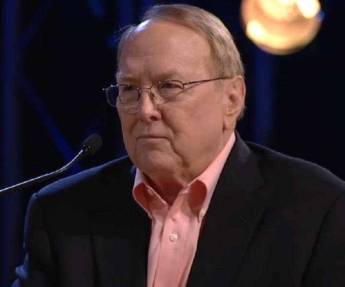 Tiến sĩ tâm lý học người Mỹ-James Clayton Dobson.