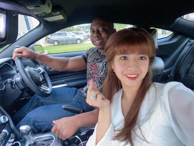 Ở Mỹ, Mỹ Linh được chồng dạy lái xe, định hướng nghề nghiệp tương lai. Ảnh: Nhân vật cung cấp.