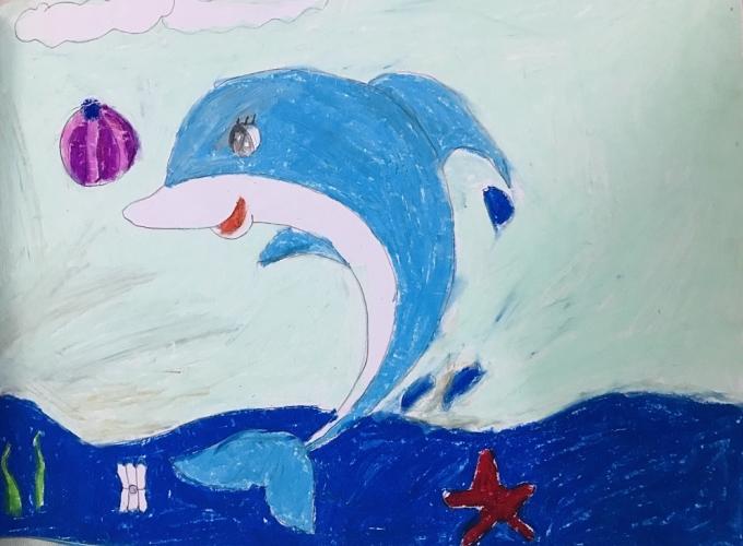 Bé Minh Phương mong muốn nhìn thấy biển xanh sạch sẽ và những chú ca tung tăng nhảy múa. Bức tranh bé vẽ theo trí tưởng tưởng phần nào giúp bé thể hiện niềm mong ước tuổi thơ.