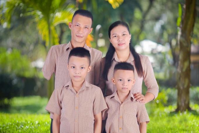 [Gia đình anh Cường chị Thư và hai con trai. Ảnh: Nhân vật cung cấp.