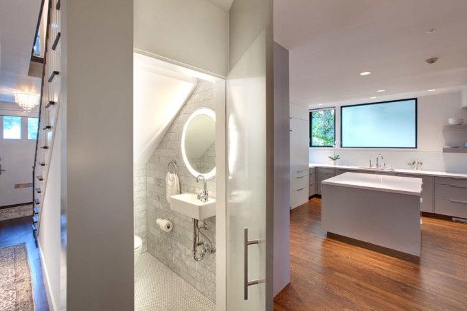 10 thiết kế phòng tắm tiện nghi dưới cầu thang  - 10