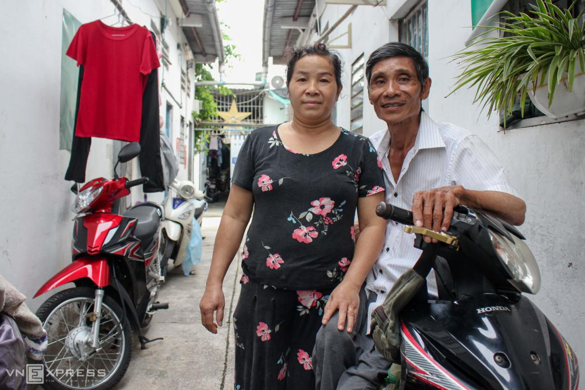 Ông shipper liệt hai chân ở Sài Gòn