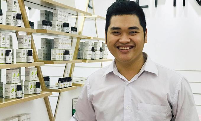 Dương Ngọc Trường, 23 tuổi hiện là Tổng giám đốc công ty cổ phần Befine, chuyên sản xuất các loại tinh dầu cùng tên. Ảnh: Hải Hiền.