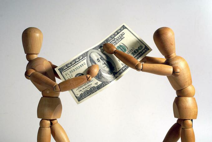 Tiền bạc, dù muốn hay không cũng ảnh hưởng rất nhiều đến các mối quan hệ của con người. Ảnh minh họa: Wuga.