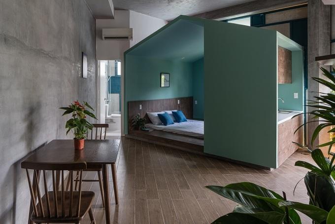 Các phòng ngủ ở tầng hai và tầng ba được thiết kế như những khối hộp màu sắc, đua ra ngoài. Ảnh: Quang Dam.