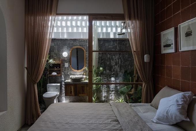 Các phòng ngủ và nhà vệ sinh đều tiếp xúc với thiên nhiên. Ảnh: Quang Dam.