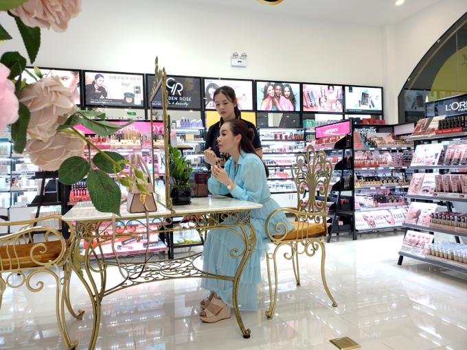 AB Beauty World có các chuyên gia sẽ tư vấn cho từng khách hàng. (Nguồn: AB Beauty World).