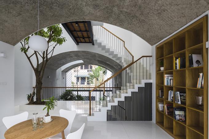 Khu vực học tập và thư viện ở tầng hai. Ảnh: Hiroyuki Oki