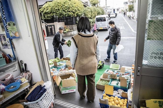 Junko làm việc cho hệ thống Bino Marche ở Osaka - công việc giúp cô được chữa lành. Ảnh: Shiho Fukada/ Bloomberg.
