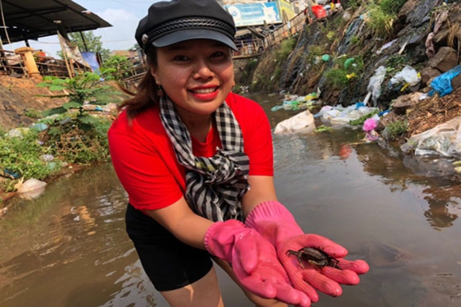 Nữ doanh nhân 'nghiện' nhặt rác