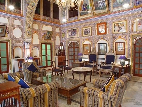 Lâu đài Mandawa được xây vào năm 1755, đến năm 1980 trở thành khách sạn. Ảnh: SCMP.