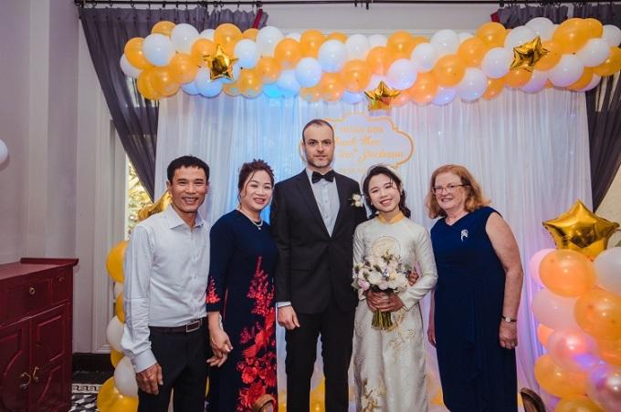 Hôn lễ của Mark và Thảo được tổ chức ở Hà Nội, bên những người thân yêu của cô. Ảnh: Nhân vật cung cấp.