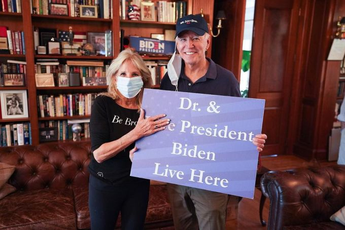 Jill đăng ảnh chúc mừng chồng sau khi các hãng thông tấn Mỹ xướng tên Joe Biden là tổng thống thứ 46. Ảnh: drbiden.