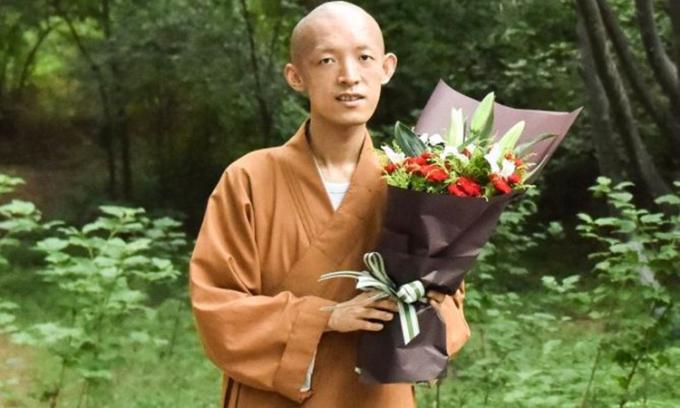 Liễu Trí Vũ hiện kết hợp giữa Phật giáo và tâm lý học để chữa trị tâm lý cho nhiều người. Ảnh: sina.