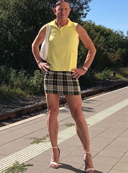 Mark khẳng định trang phục là phi giới tính. Ảnh: markbryan911 / Instagram.