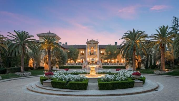 Bên ngoài căn nhà đắt nhất thế giới. Ảnh: Concierge Auctions.