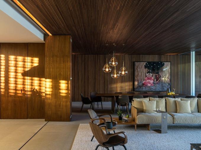 Nội thất bên trong nhà chủ yếu mang màu trắng, gỗ và xám. Ảnh: Fran Parente.