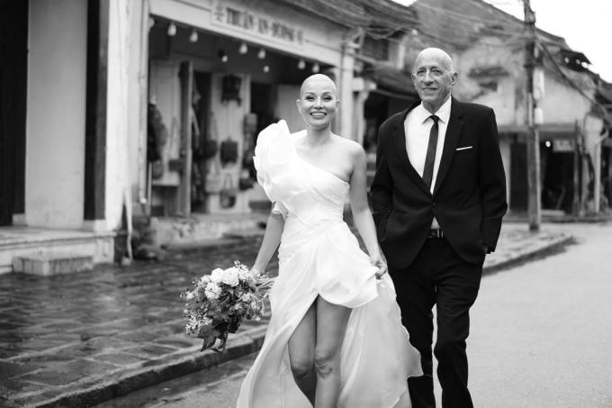 Robert và Dạ Thảo chụp ảnh cưới ở Hội An. Ảnh: Nhân vật cung cấp.