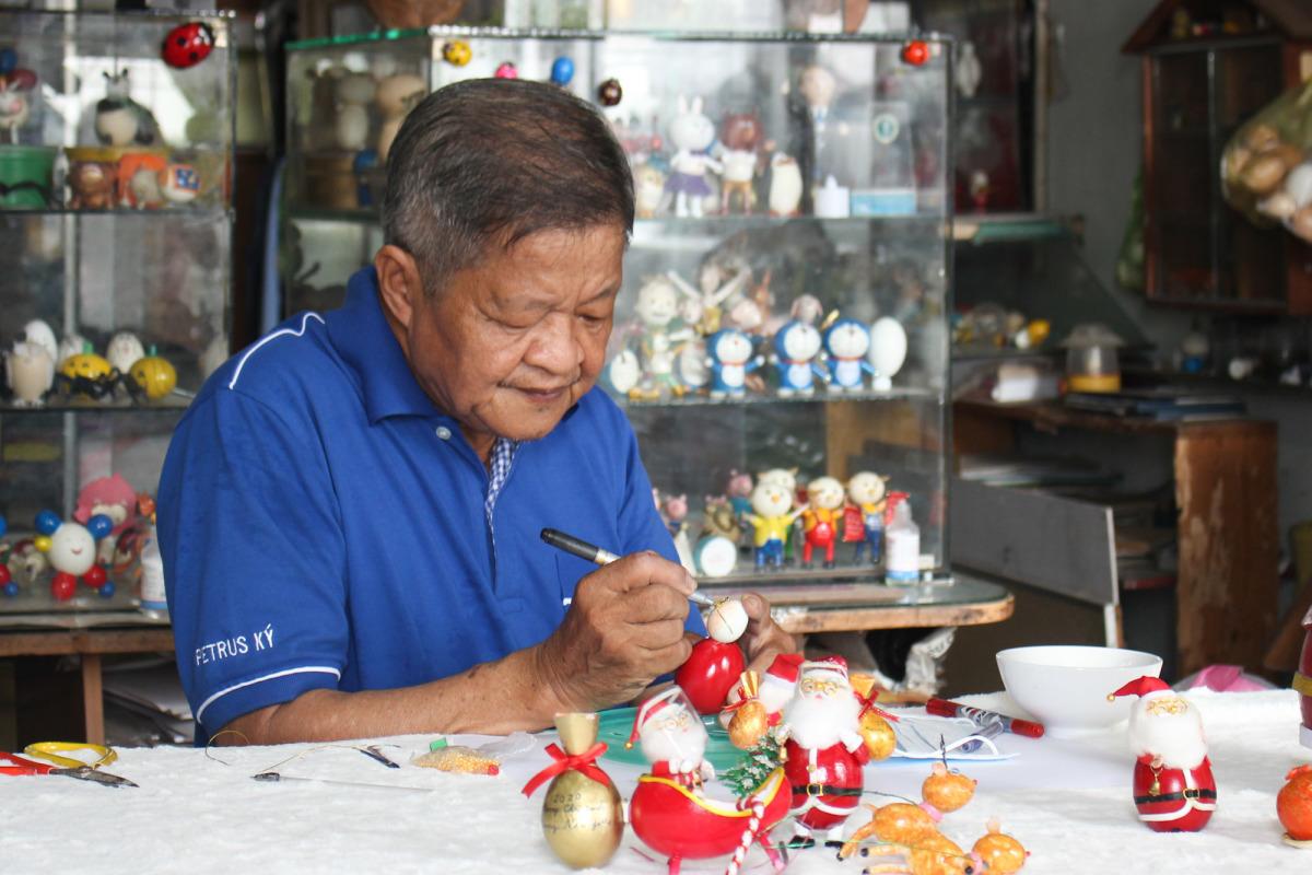 Bộ sưu tập Giáng sinh bằng vỏ trứng của thầy giáo Sài Gòn