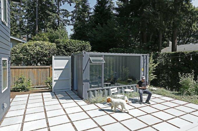 Container thứ hai nằm sau nhà. Ảnh: Mark Woods Photography.