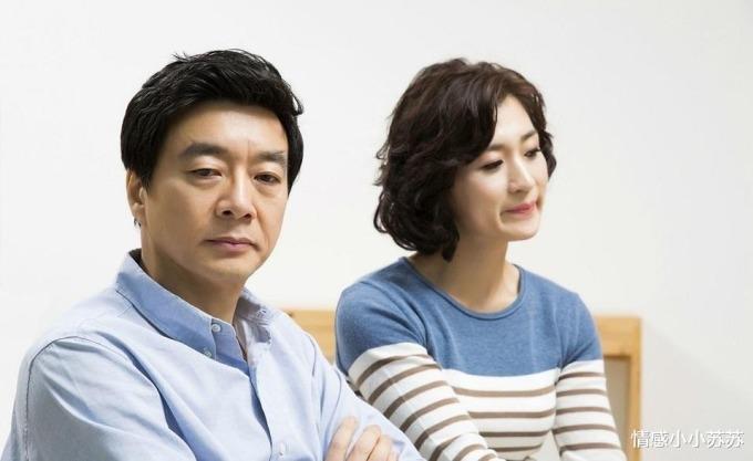 Vợ chồng nguội lạnh tình cảm, sống với nhau vì con là một tình trạng phổ biến của hôn nhân tuổi trung niên. Ảnh: Sohu.