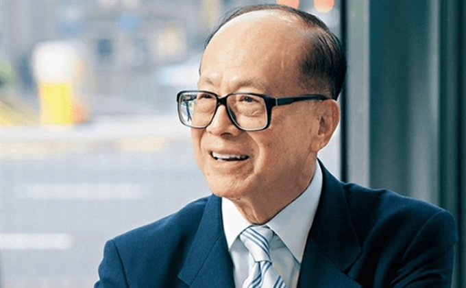 Tỷ phú Hong Kong Lý Gia Thành từng nói, những người bất tài quan tâm đến thể diện nhất, giấu đi cảm xúc thật của bản thân để có được sự hài lòng của người mạnh hơn mình. Ảnh: kknews.