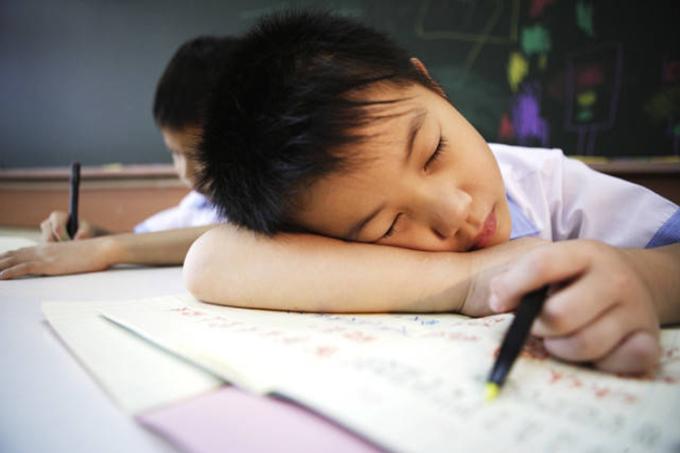 Cha mẹ càng sử dụng ngoại lực thì tính ham học của trẻ càng suy giảm và mất dần động lực bên trong. Đánh đập, mắng mỏ sẽ chỉ làm trẻ phản kháng và chán nản, không đạt được hiệu quả giáo dục tích cực. Ảnh minh họa.