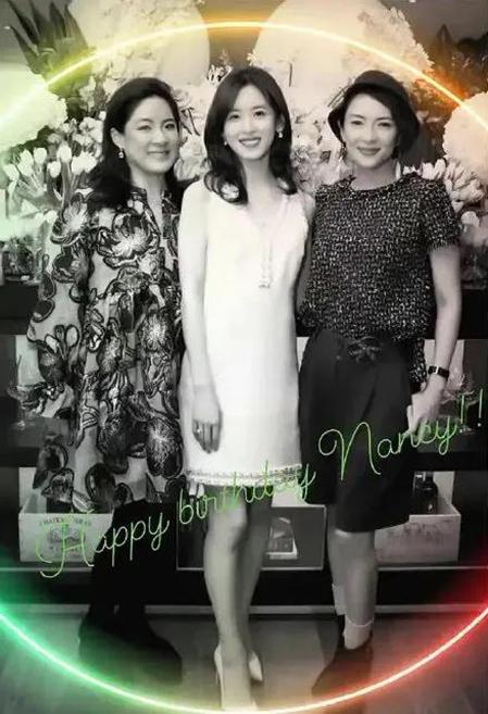 Bức ảnh Chương Trạch Thiên chụp trong sinh nhật lần thứ 27 mới đây của mình với hai vị khách là tỷ phú Hồng Kong Sabrina Fung-Lam và nữ diễn viên nổi tiếng Chương Tử Di. Ảnh: sina.com