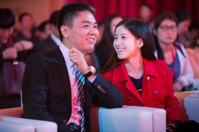 Chương Trạch Thiên và chồng, tỷ phú Lưu Cường Đông. Ảnh: sina.com