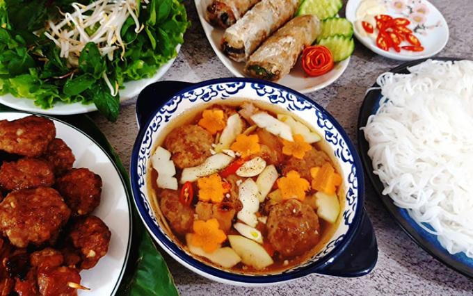 Bún chả - một đặc sản đặc trưng của ẩm thực Hà Nội, từng được National Geographic bình chọn là một trong 10 món ăn đường phố ngon nhất thế giới. Ảnh: Bùi Thủy.