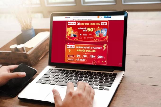 Nhiều tín đồ mua sắm online đã bắt đầu săn voucher cho lễ hội mua sắm dịp Tết. Ảnh: H.K