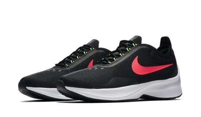 Giày thời trang thể thao nam Nike EXP-Z07 AO1544-003 nổi bật với logo thương hiệu màu đỏ hồng trên nền vải lưới đen. Chất liệu cao cấp thoáng khí cả mặt trong và mặt ngoài. Đế giày làm bằng cao su tổng hợp, êm ái, chống trơn trượt hiệu quả, cao khoảng 3 cm, giúp các chàng ăn gian chiều cao.