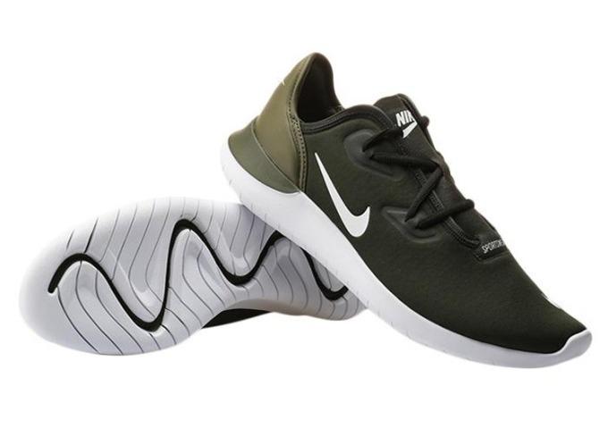 Giày thời trang thể thao nam Nike Hakata AJ8879-300 nổi bật với tông màu đen phối xanh rêu ở gót giày tạo điểm nhấn cá tính. Đế giày với các rãnh chống trượt được thiết kế uốn lượn giúp tăng độ bám. Giày dạng giả cột dây, cho phép người mang dễ dàng tháo, cởi. Chất liệu vải thoáng khí, không gây hầm bí dù mang trong thời gian dài.