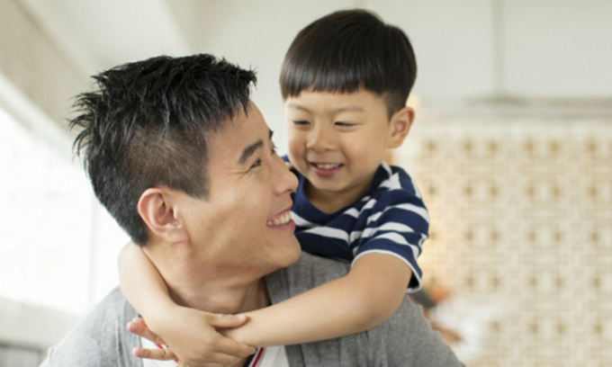 Người bố tốt là người biết dạy cho con những kỹ năng sống quan trọng và luôn tạo động lực để con theo đuổi ước mơ của mình. Ảnh minh họa.