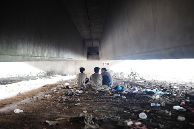 Những đứa trẻ bị đẩy ra đường vì hoàn cảnh và nếu không được giúp đỡ, chúng có thể hư hỏng, trở thành mối nguy cho xã hội. Ảnh: Blue Dragon.