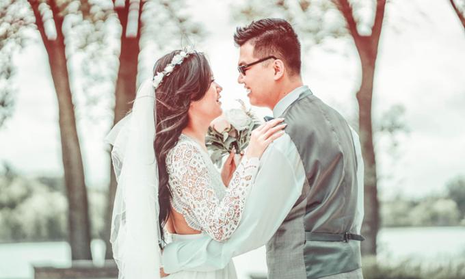 Nguyễn Ngọc Quỳnh Trâm và chồng Trần Lộc trong ngày cưới, tháng 9/2020. Ảnh: Nhân vật cung cấp.