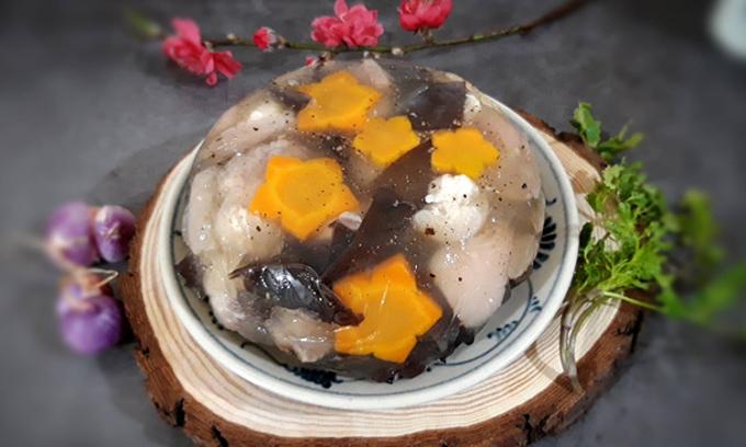 Thịt đông là món ăn quen thuộc của người miền Bắc mỗi khi đông đến, xuân về. Đây là món ăn giàu chất đạm nhưng ăn lại không ngán, ngấy. Ảnh: Bùi Thủy.