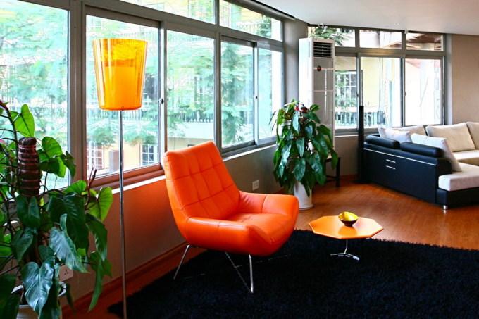 Việc bố trí sắp xếp những đồ nội thất linh hoạt như bàn, ghế, đèn trang trí, cây cảnh... có thể tạo nên những góc mới thú vị. Ảnh: Hà Thành.