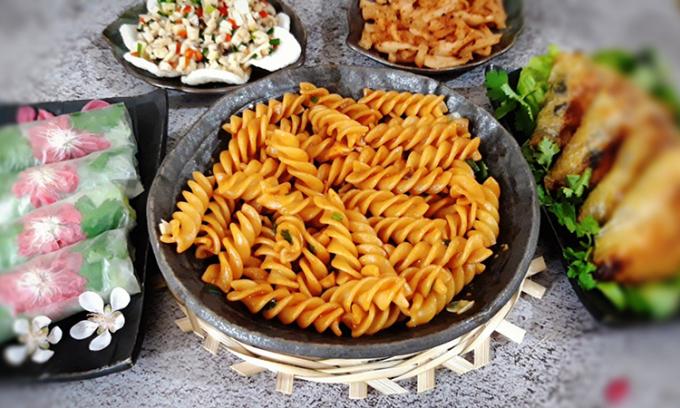 Nui xào kiểu spaghetti thích hợp với trẻ nhỏ mỗi khi ăn chay. Ảnh: Bùi Thủy.