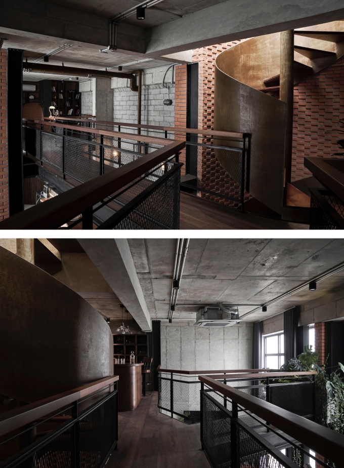 Tầng lửng làm bằng khung thép với hành lang rẽ nhánh. Ảnh: Đỗ Sỹ.