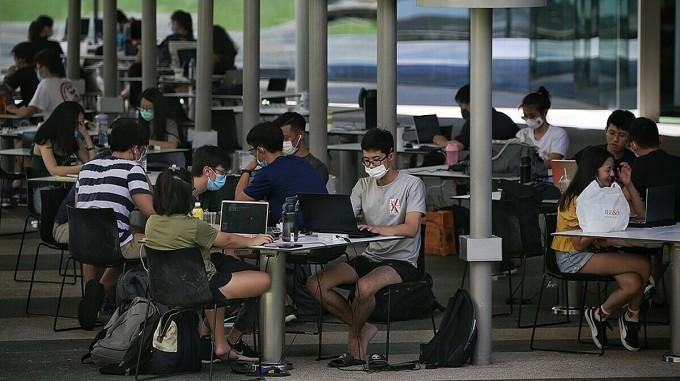 Đại dịch cũng làm đảo lộn rất nhiều dự định của những người trẻ ở Singapore. Ảnh minh họa: Strait Times.