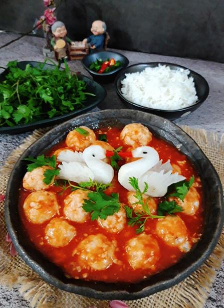 Xíu mại thích hợp để ăn với cơm, bún hoặc bánh mì. Mùi vị thơm ngon và giàu chất dinh dưỡng. Ảnh: Bùi Thủy.