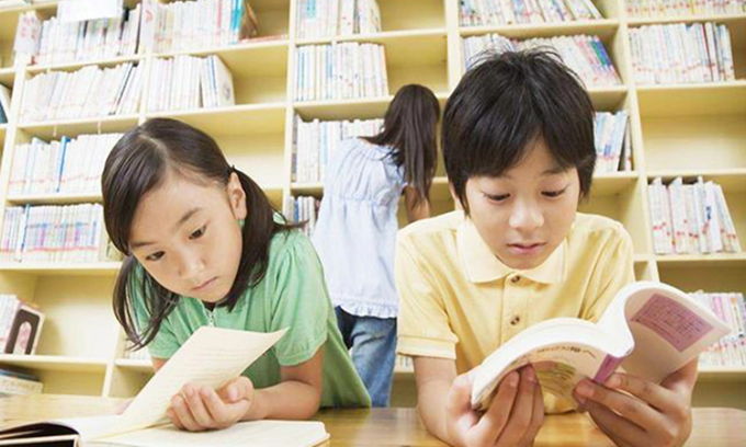 Chăm đọc sách, trẻ rèn luyện được tính kỷ luật, độ tập trung và khả năng ghi nhớ. Ảnh minh họa.