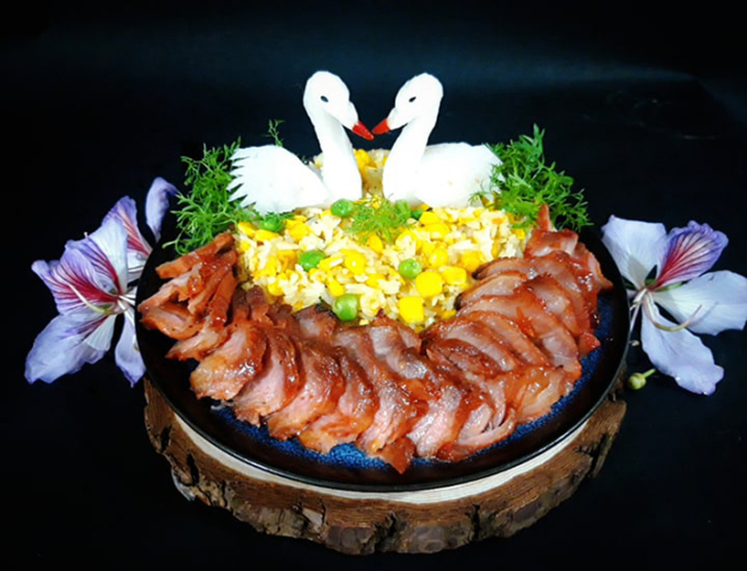 Thịt xá xíu ngon có hương vị đậm đà béo ngậy là món ăn quen thuộc trong mâm cơm mỗi gia đình hàng ngày. Ảnh: Bùi Thủy.