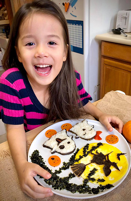 Bé Sophia, con lớn của chị Phượng rất thích những đĩa cơm mẹ nấu cho mình. Ảnh: Nhân vật cung cấp.